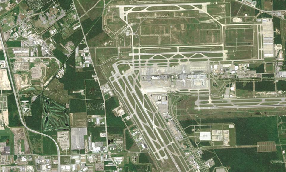 Houston Intercontinental Airport Runway 15L/33R